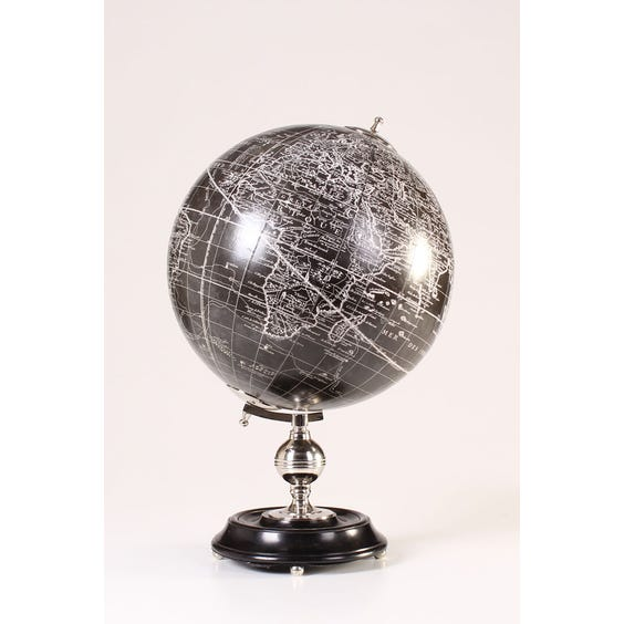 Traditional French black globe image