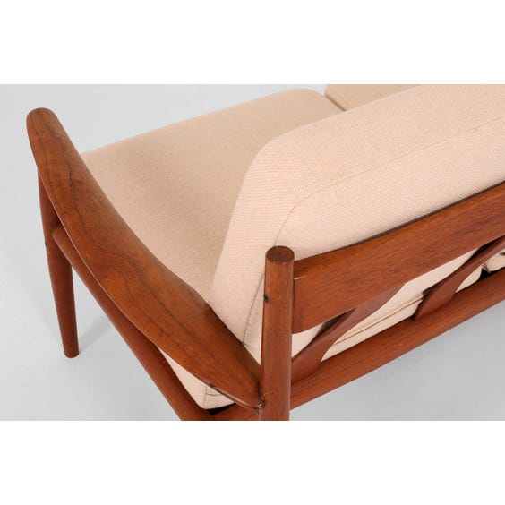Grete Jalk cream sofa image