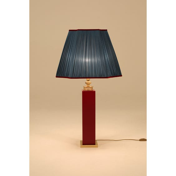 Red lacquered column lamp image
