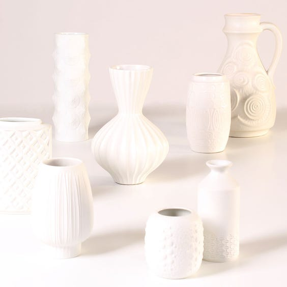 Example of white vases. image